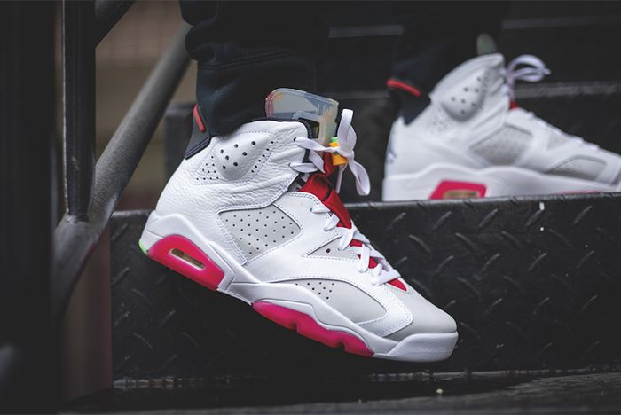 Air Jordan 6 Hare Right