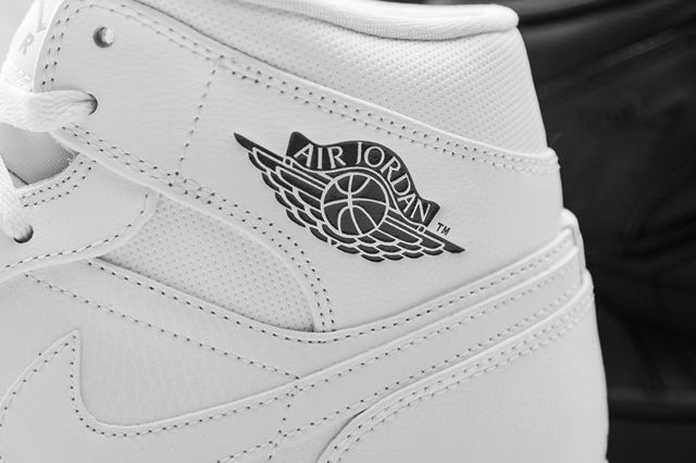 Air Jordan 1 Mid Essentials Pack 2