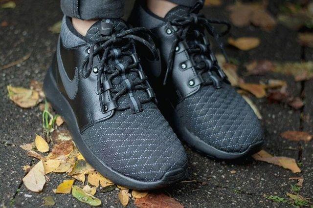 Nike Roshe One Mid Black 2