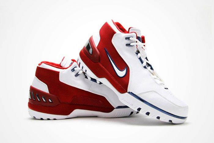 Le Bron James Announces His First Nikes Are Finally Being Retroed