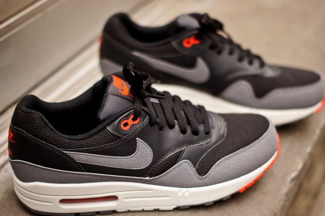 Nike Air Max 1 Essential Black Grey Outer Profile Pair 1