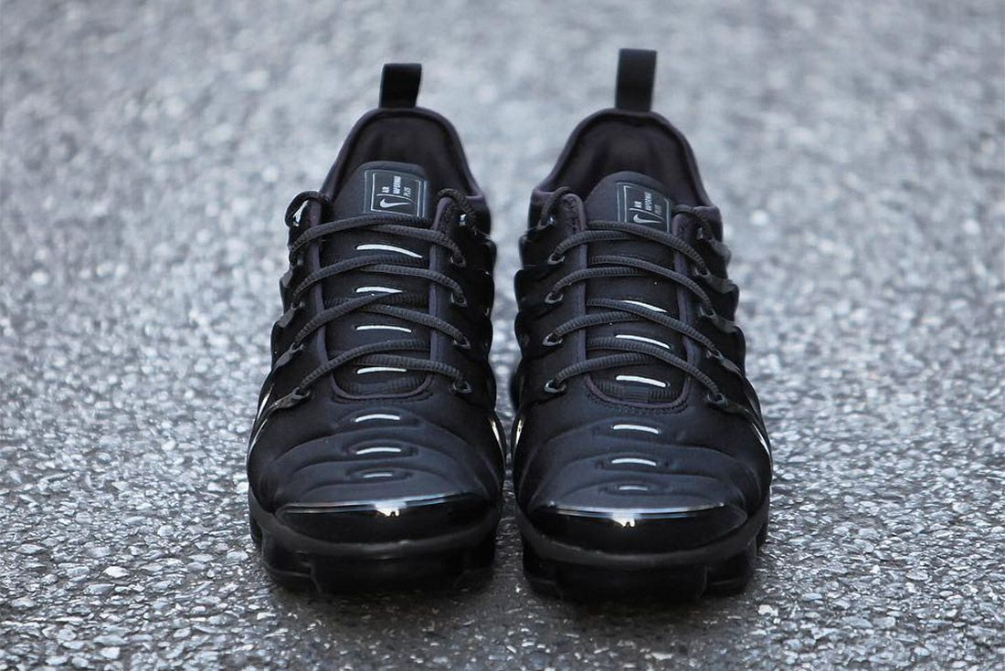 Nike Air Vapormax Max Plus Triple Black 3