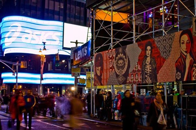 Obey Levis Live Installation Shepard Fairey Time Square 08 1