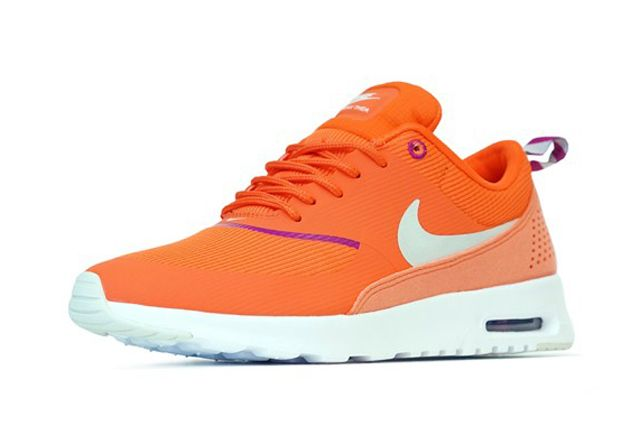 Wmns Air Max Thea Orng Persepctive