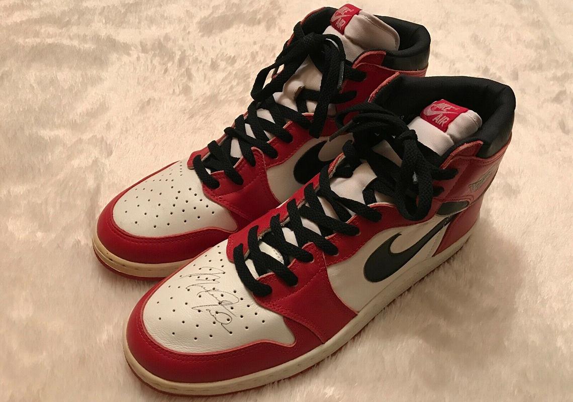MICHAEL JORDAN Rookie 1985 signed AIR JORDAN 1 sneakers PSA/DNA certified