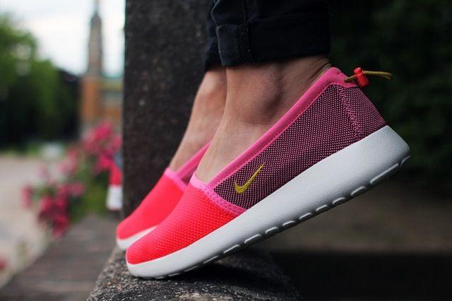 Nike Wmns Roshe Run Slip 1