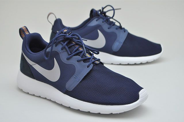 Roshe Run Nvy Blue Perspective