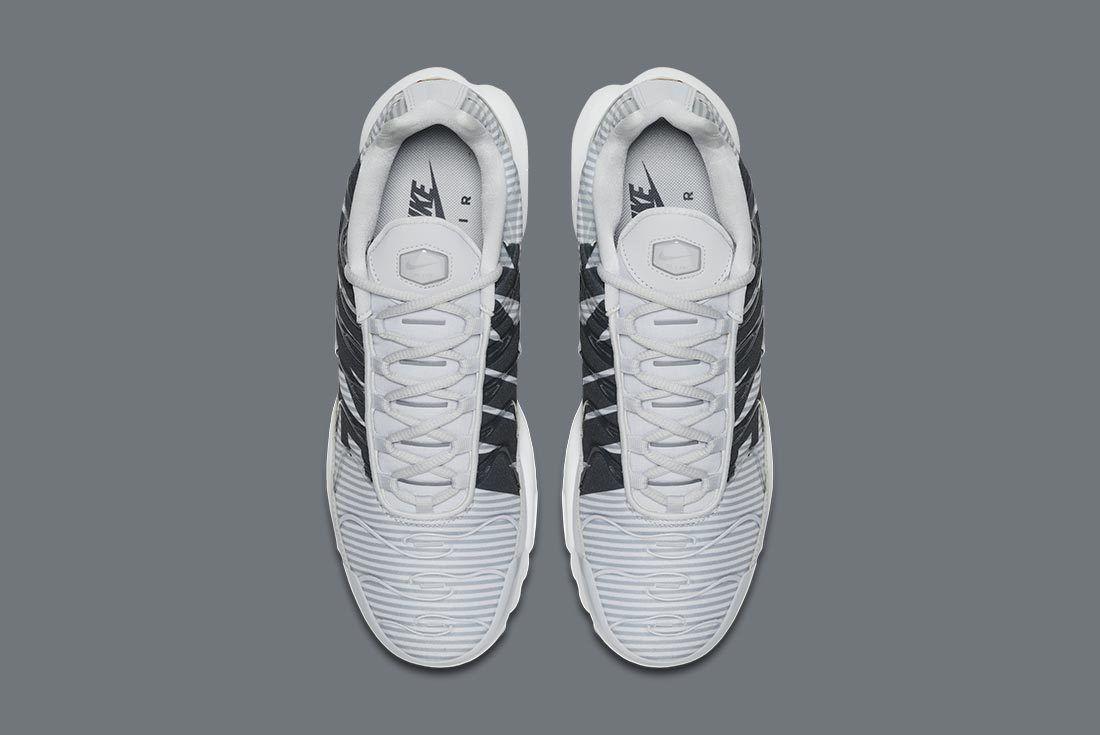 Nike Air Max Plus Stripes 12