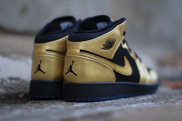 Air Jordan 1 Gs Gold Coin 3