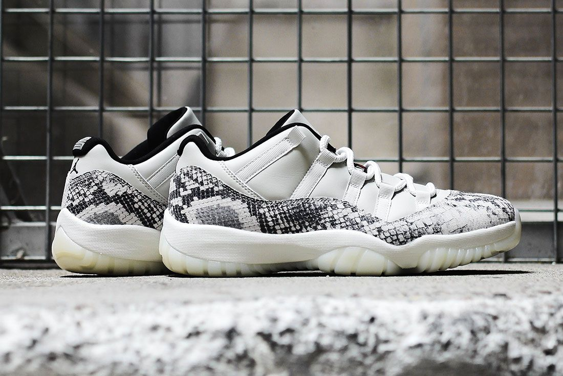 Air Jordan 11 Low Se Snakeskin1 Pair Side