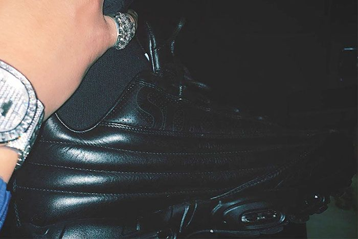 Supreme Nike Air Max 95 Lux Black In Hand