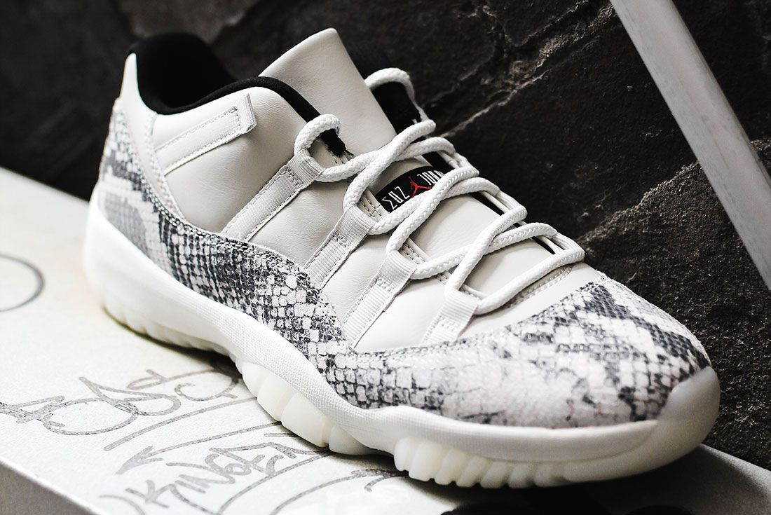 Air Jordan 11 Low Se Snakeskin3 Side Angle