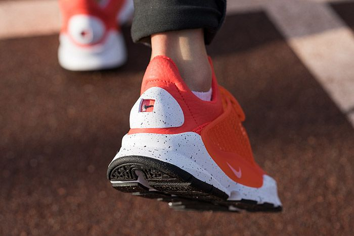 Nike Sock Dart Premium Wmns Max Orange 1