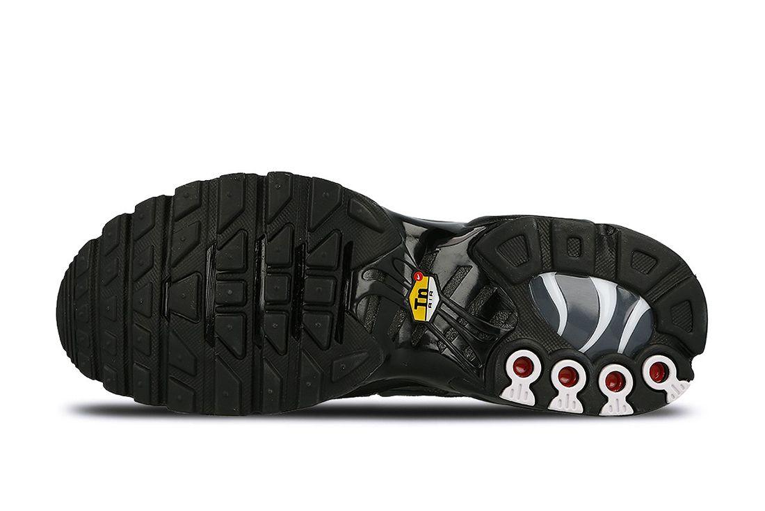 Nike Air Max Plus Womens Black Dark Grey
