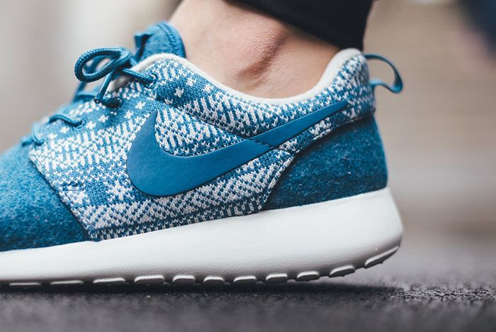 Nike Roshe One Winter Wmns Sweater Pack5