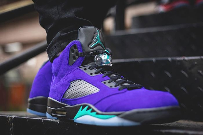 Air Jordan 5 Alternate Grape Tongue