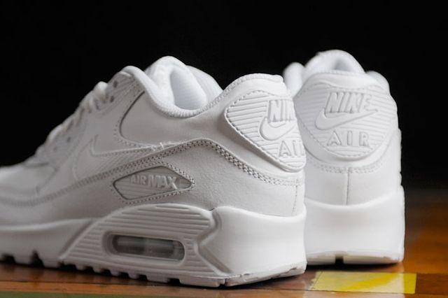 Nike Wmns Air Max 90 Triple White 5
