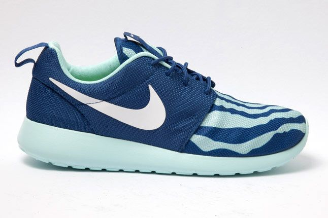 Nike Roshe Run Blue Seafoam Side 1