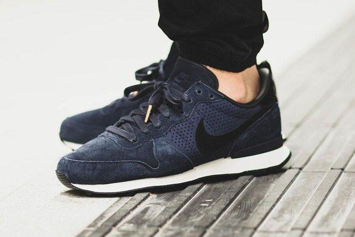 Nike Internationalist Lx Dark Obsidian 2