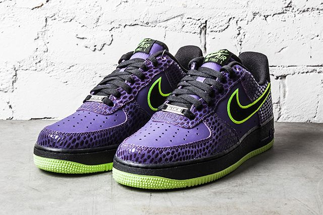 Nike Air Force 1 Court Purple Volt 4