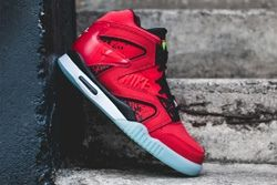 Nike Air Tech Challenge Hybrid Chilling Red Thumb
