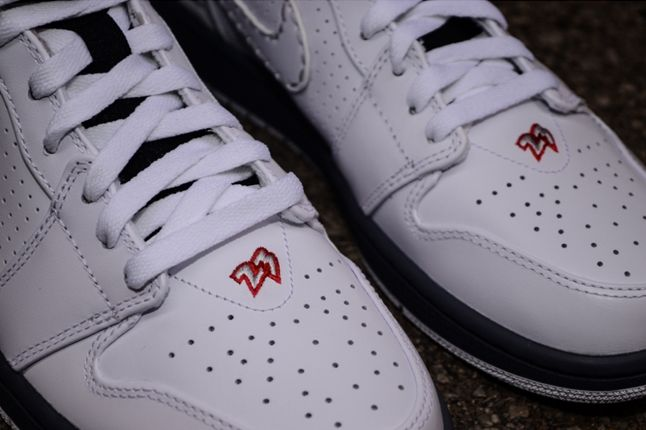 Air Jordan 1 93 Bugs Bunny Toe Embroid Detail 1