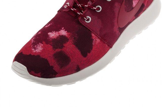 Nike Rosherun Fusion Red Toe Detail