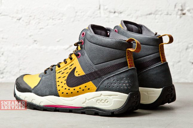 Nike Wmns Air Alder Mis Oms Gold Suede Anthracite 1