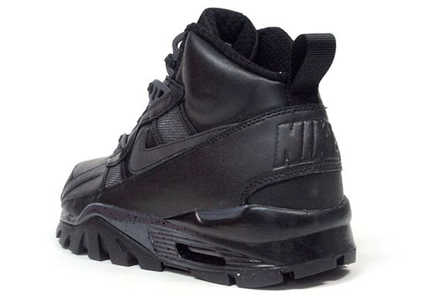 Nike Trainer Triple Black 6