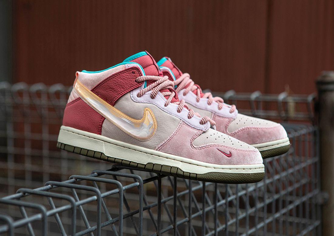 Social Status x Nike Dunk 'Strawberry Milk'
