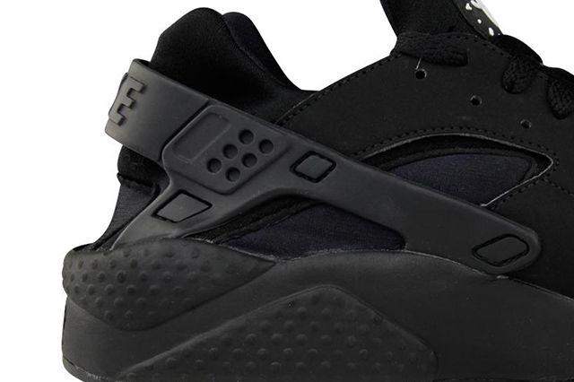 Nike Air Huarache Triple Black 1