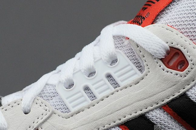 Adidas Zx8000 Wht Blk Red Midfoot Detail 1