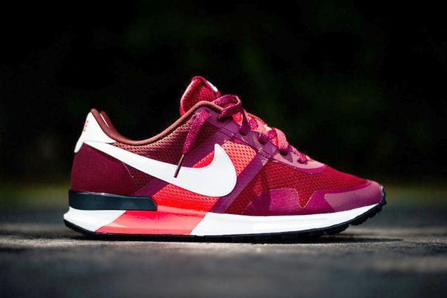 Nike Air Pegasus 8330 Teamred Atmcred Profile 1