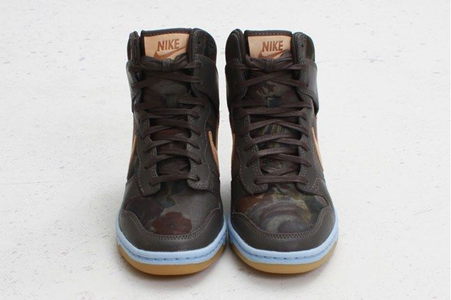 Nike Womens Dunk Sky Hi Pair Front On 1
