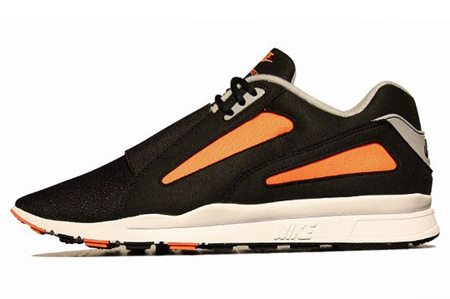 Nike Air Current Total Orange 1