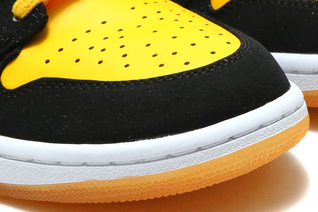 Nike Air Jordan 1 Varsity Maize 5