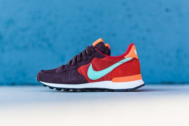 Nike Internationalist Mahogany Greenglow Totalorange 4