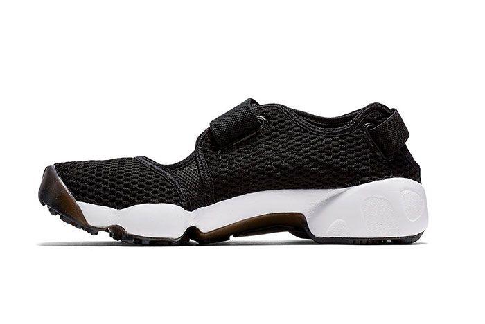 Nike Air Rift Black And White Side Shot 4