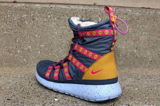 Nike Wmns Rosherun Hi Sneakerboot Print Drk Armry 1