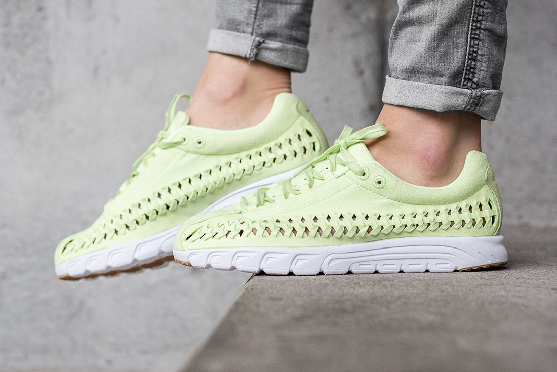 Nike Mayfly Woven Womens Pastel Pack 7