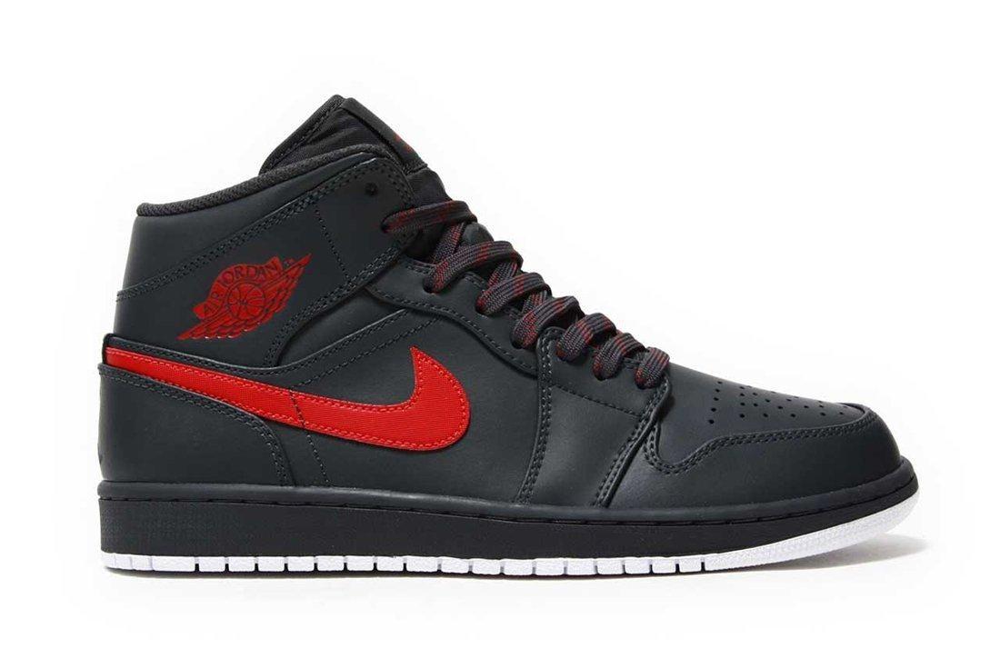Air Jordan 1 Mid Bred6