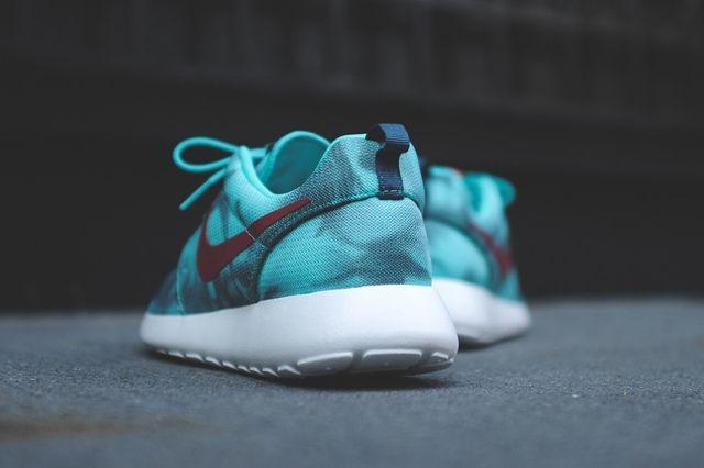 Nike Roshe Run Hyper Jade 3