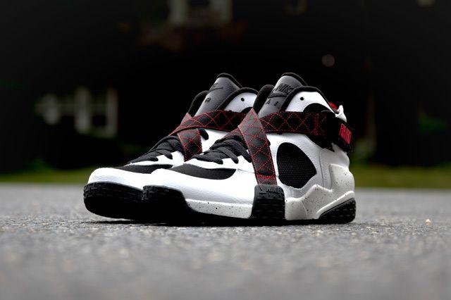 Nike Air Raid White Black University Red 5