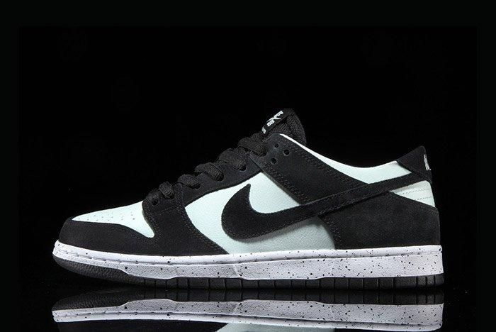 Nikesb Dunk Low Black Barelygreen6
