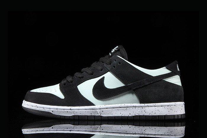 Nikesb Dunk Low Black Barelygreen6