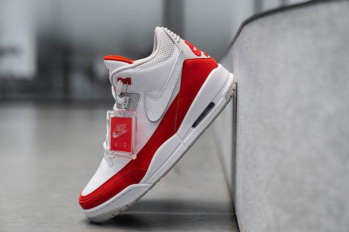 Air Jordan 3 Tinker Nike Air Max 1 Closer Look Angle