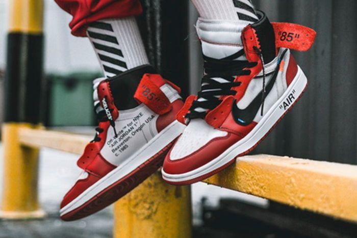 Off White X Air Jordan 1 On Feet4