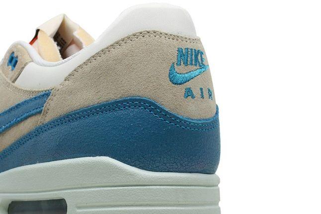 Nike Wmns Airmax1 Heel Detail 1