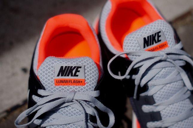 Nike Lunarflash Platinum Crimson Tongue 1