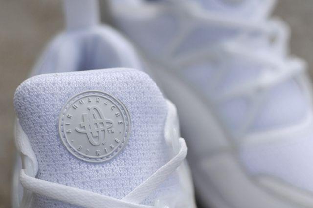 Nike Huarache Light Triple White Bumper 2